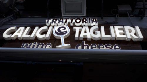 produzione insegna in plexiglass a Napoli