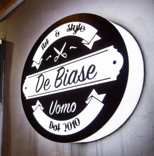 insegna luminosa in plexiglass per barbieri