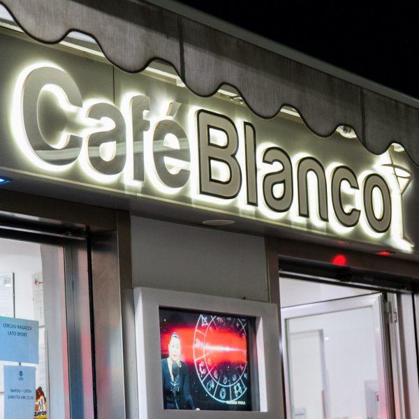 Insegna allestimenti Café Blanco