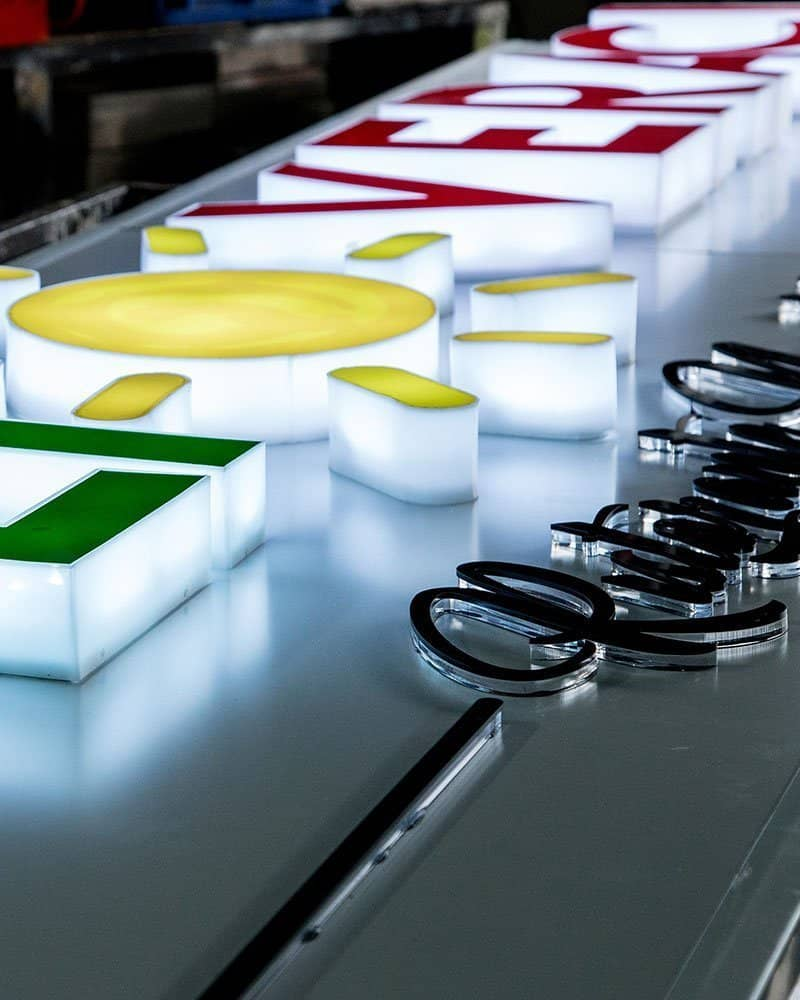 produzione insegne luminose a Napoli